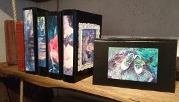 Lådor av bokpärmar 95-130kr